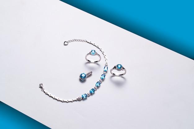 Bracelet bagues pierres topaze bleue