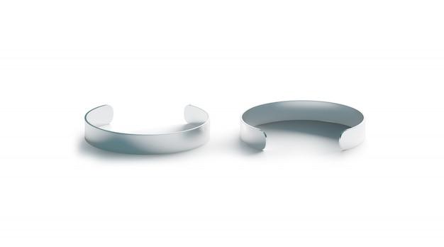 Bracelet manchette en argent blanc isolé