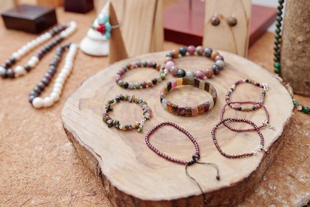 Bracelets de pierres précieuses faits à la main