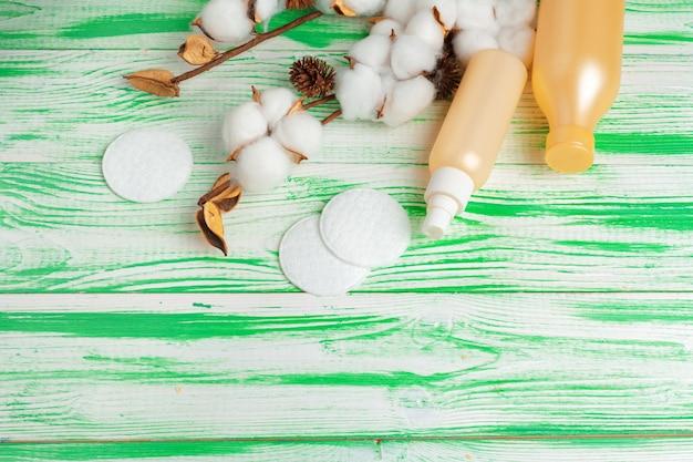 Branche de coton, tampons de coton. maquillage cosmétique coton