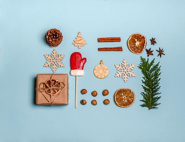Branche de genièvre, cannelle, anis, coffret cadeau, oranges sèches, jouets en bois, caramels de bonbons de noël, pommes de pin et noix