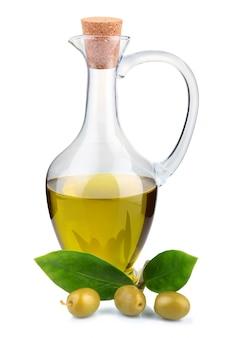 Branche avec des olives et une bouteille d'huile d'olive isolée