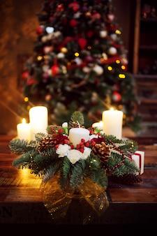 Branches de sapin décorées pour la nouvelle année