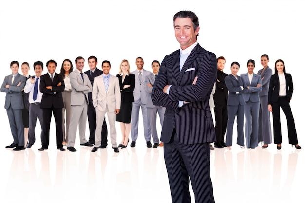 Bras d'homme d'affaires croisés