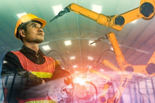 Bras de robot de l'industrie mécanisée et double exposition d'ouvrier d'usine