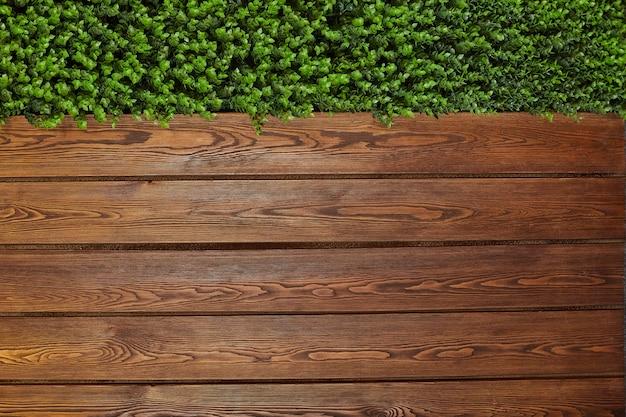 Braun wood texture avec fond de feuilles