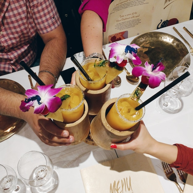Bravo avec mai tai cocktail