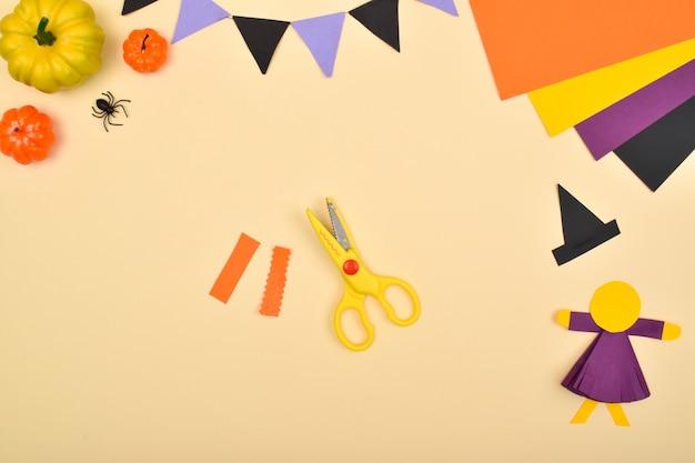 Bricolage halloween. nous fabriquons une sorcière avec du papier de couleur. instructions pas à pas. étape 8 : découpez les cheveux.