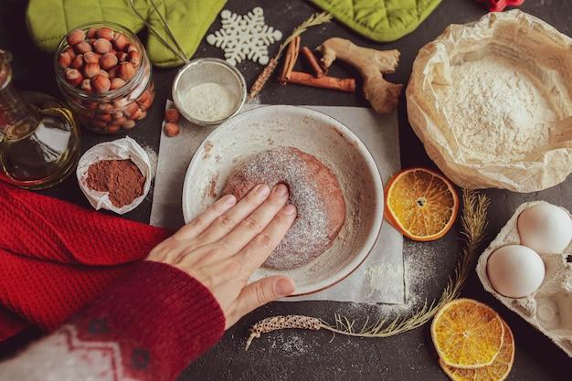 Bricolage pain d'épice à la maison préparer ensemble des biscuits au gingembre et au chocolat cuisiner du pain d'épice à la maison