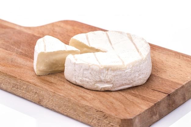 Brie crémeuse sur fond de bois rustique, vue de dessus