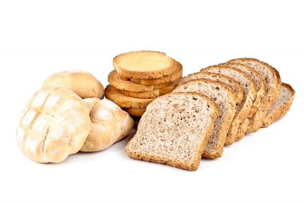 Brioches fraîches, des biscuits et du pain en tranches