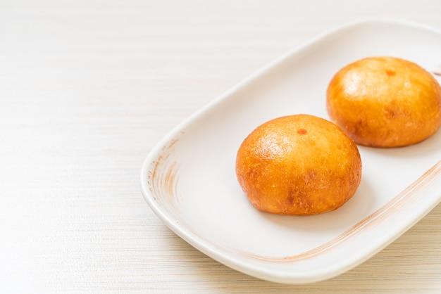 Brioches de lave chinoises frites - style cuisine asiatique