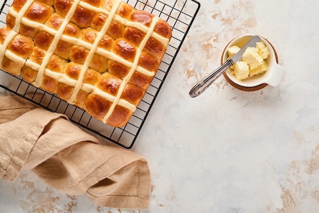 Brioches de pâques. décorations traditionnelles pour le petit-déjeuner et la pâtisserie de pâques