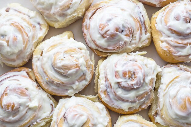 Brioches suédoises à la cannelle et crème blanche