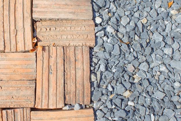 Brique avec sol en pierre