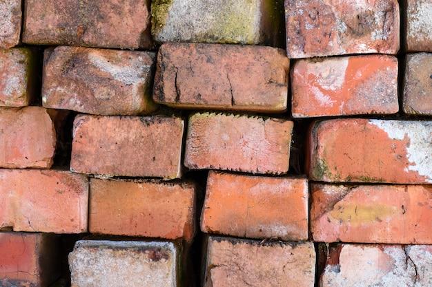 Briques rouges anciennes de texture de fond