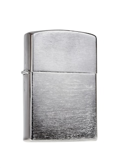 Briquet en métal isolé sur fond blanc