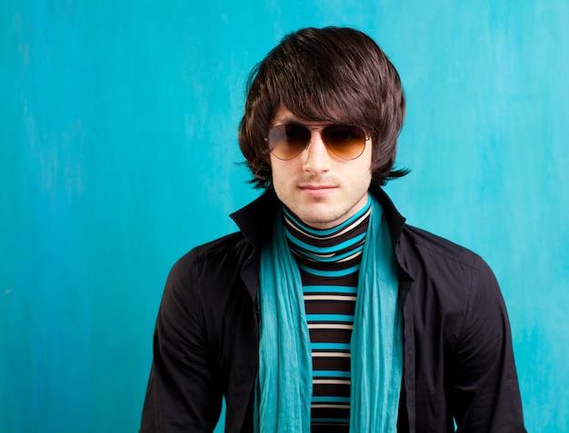 Britannique indie pop rock look rétro hip jeune homme