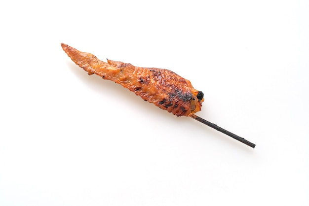 Brochette d'ailes de poulet grillé ou barbecue isolated on white