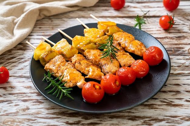 Brochette barbecue de poulet grillé