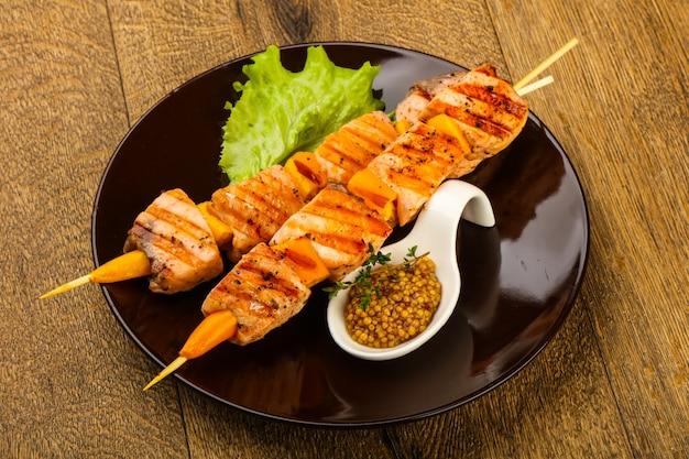 Brochette de saumon grillé