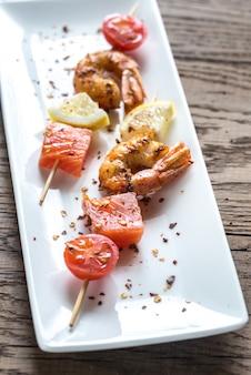 Brochettes de crevettes et saumon
