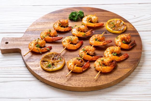 Brochettes de crevettes tigrées grillées au citron
