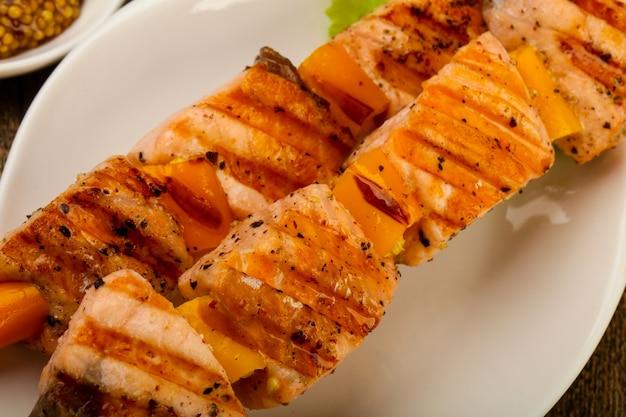 Brochettes de saumon grillées