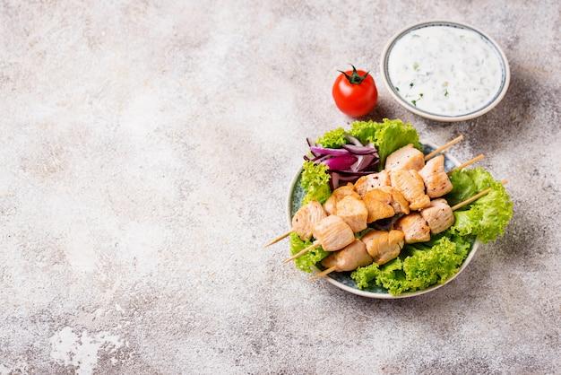 Brochettes de viande grecque traditionnelle souvlaki