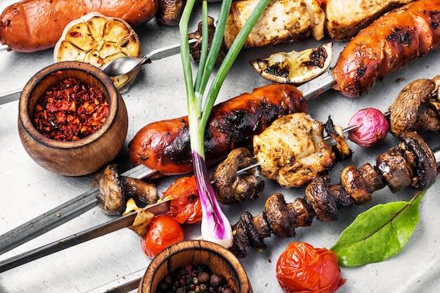Brochettes de viande grillée, shish kebab