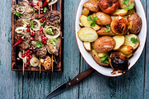 Brochettes - viande grillée
