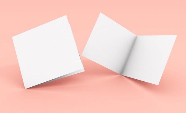 Brochure pliante carrée vierge sur une surface rose