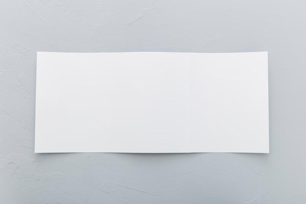 Brochure rectangle vue de dessus sur le bureau