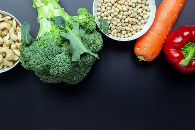 Brocoli, poivrons, carottes, grains entiers.