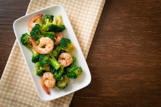 Brocoli sauté aux crevettes - style de cuisine maison