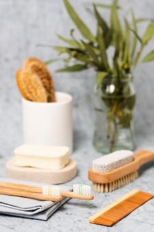 Brosse à cheveux naturels floue vue de face