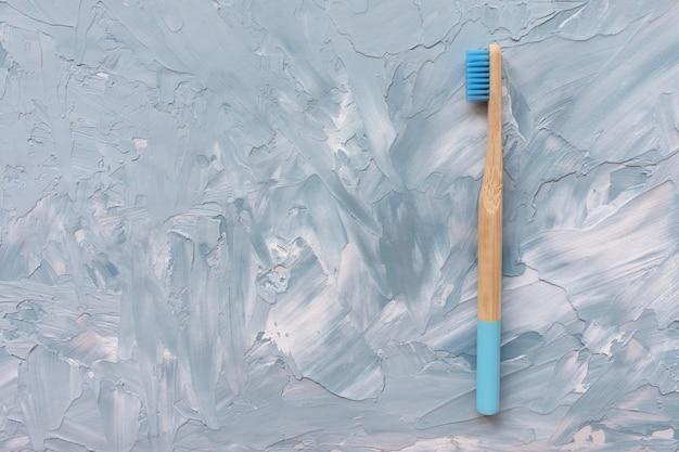 Brosse à dents en bambou en bois naturel.