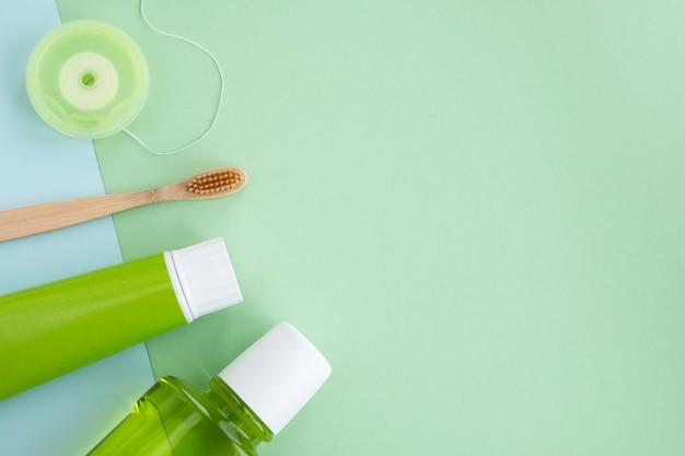 Brosse à dents en bambou et produits d'hygiène buccale