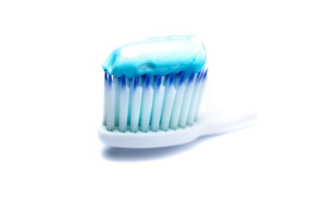 Brosse à dents avec du dentifrice se bouchent. concept de nettoyage des dents.