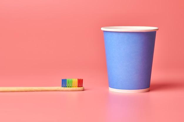 Brosse à dents et gobelet en papier éco en bambou