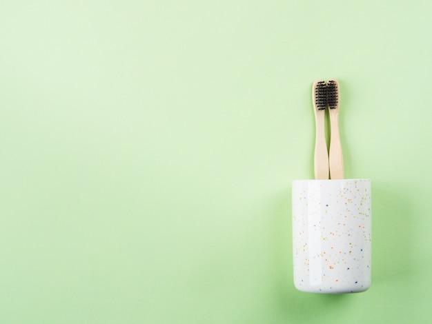Brosses à dents en bambou pour deux en verre céramique