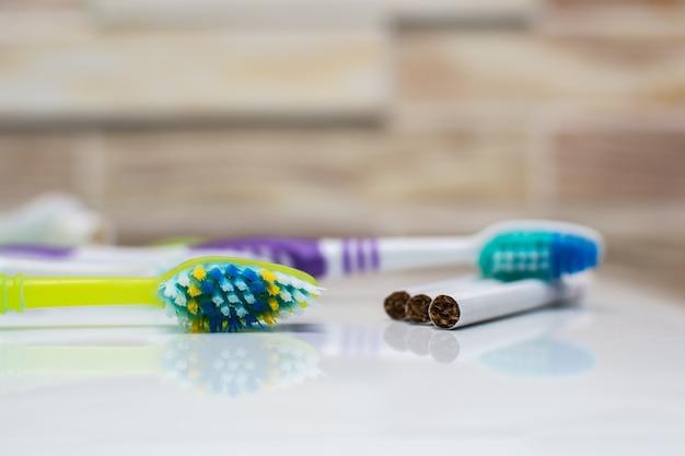 Brosses à dents et cigarettes le tabagisme nuit aux dents et à la santé