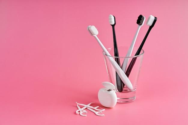 Brosses à dents à la mode avec des poils souples