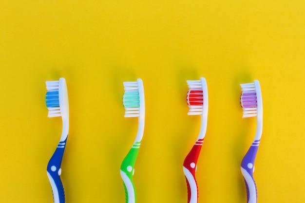 Brosses à dents sur une rangée