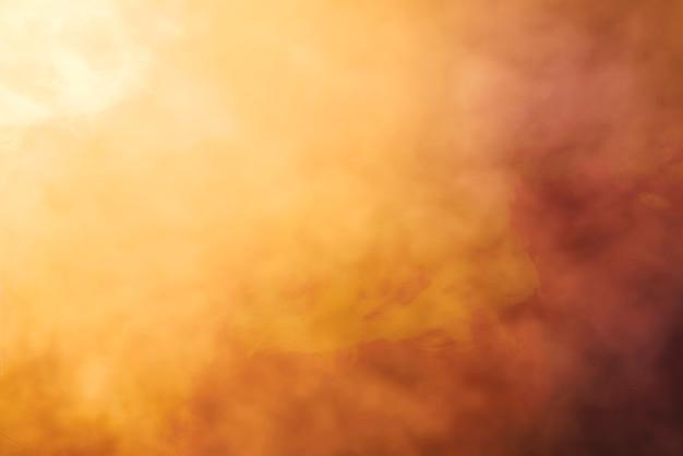 Brouillard épais avec fond clair