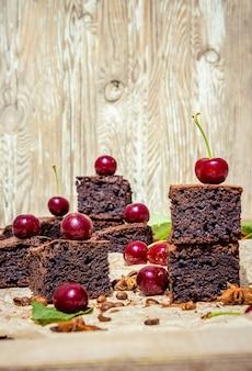 Brownie au chocolat. cuisson maison. mise au point sélective.