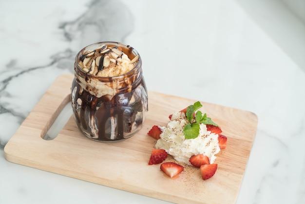 Brownies au chocolat aux glaces à la vanille