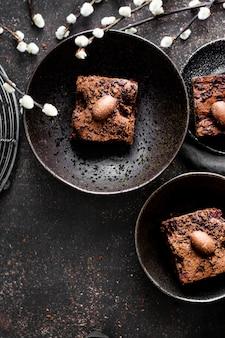 Brownies au chocolat maison fraîchement sortis du four