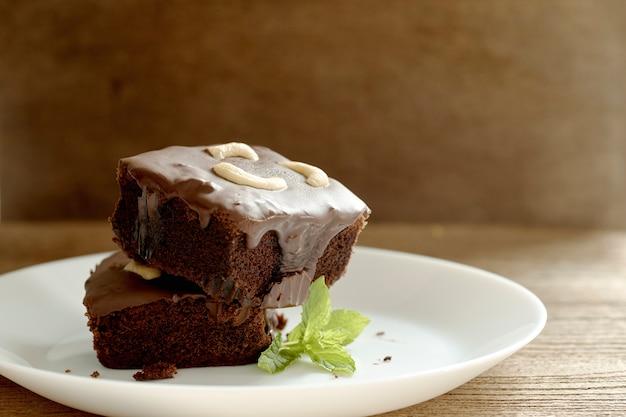 Brownies garnis de noix de cajou