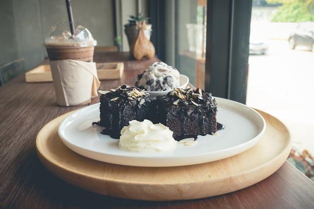 Brownies maison avec glace à la vanille